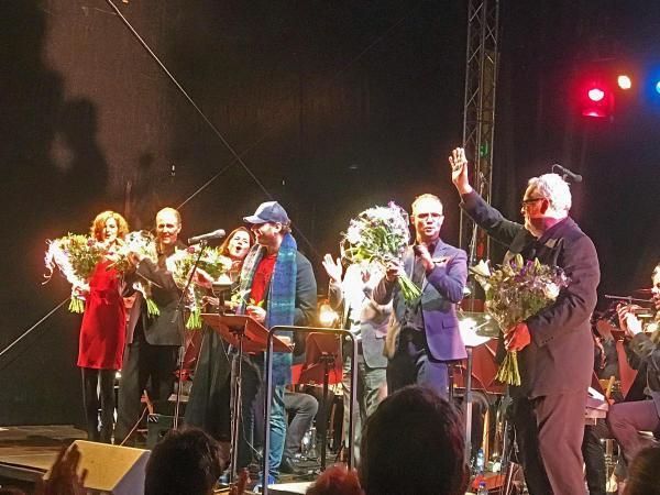 Sing-along op de markt in Sittard met Sittardse zangtalenten